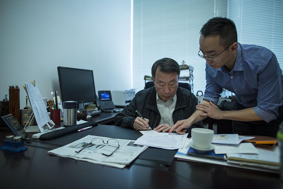香港扶貧委員會於2013年委託周永新進行關於退休保障研究。