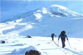 Ararat, 5165 m, mit Ski. Aufbruch vom Basislager, 3000 m. Foto: Günther Härter.