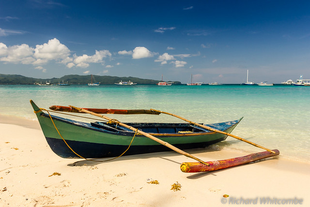 Banca Oriental Group:Small Boats On Tropical Beach