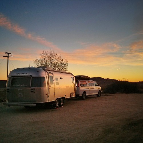 I don't know why but I've been waking up early a lot to take pictures before sunrise. #airstream