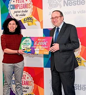 Sonia García recibe su premio.