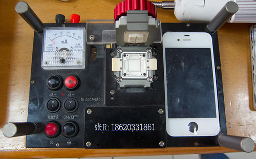 iPhone 4 testing apparatus