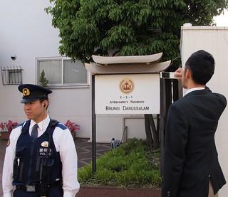 2014.5.4 同性愛者を石打ちの刑にするというブルネイの大使館前で抗議/Silent protest outside Brunei embassy in Tokyo against law calling for homosexuals to be stoned to death
