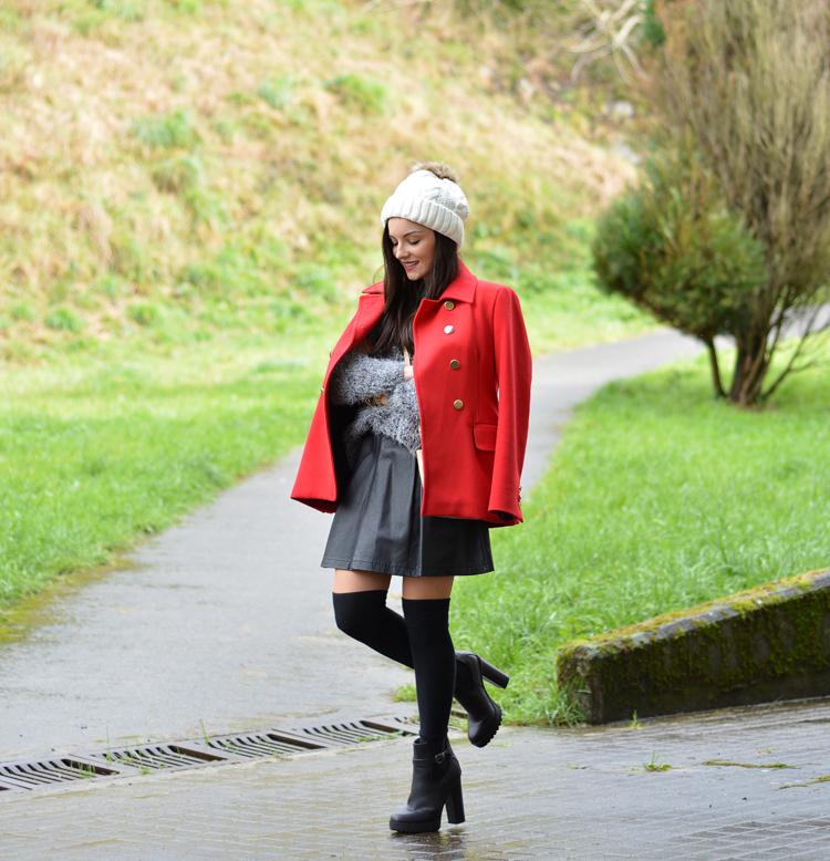 zara_beanie_ootd_red-coat_sheinside_botines_falda-cuero_02
