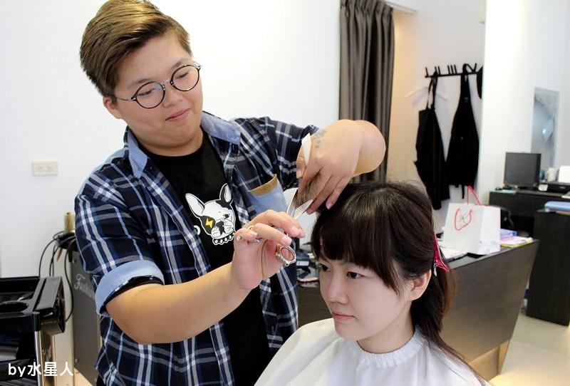 27861651792 9ca27204af b - 熱血採訪。台中北區【YORK Salon】人生中第一次染髮記錄,剪燙染護一次完成!