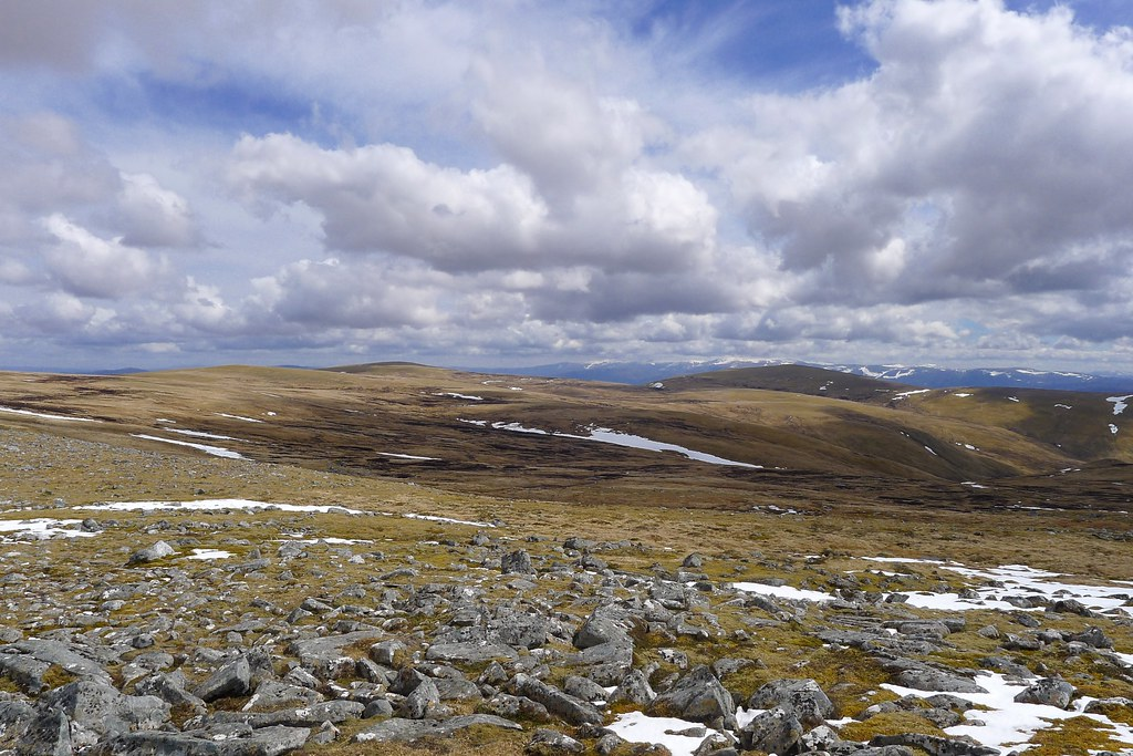 Towards A' Chailleach and Carn Sgùlain