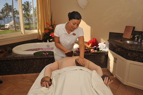 031_spa_grande_coconut_treatment_2013_sean_hower_mauitime