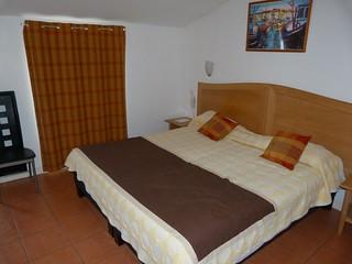 Habitación en el Hotel Continental de Condom (Gers, Francia)