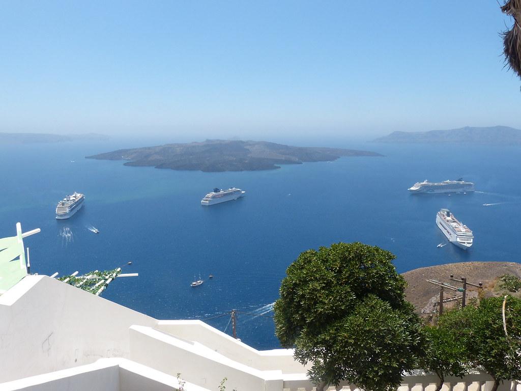 Santorini cruises