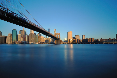 city longexposure morning bridge light usa ny newyork water architecture brooklyn america skyscraper sunrise town nikon eau day cityscape lumière manhattan wideangle clear pont ville matin gratteciel levédesoleil longueexposition d90 unitedstateofamerica grandangle leefilter étatsunisdamérique bigstopper nikkor1024mm