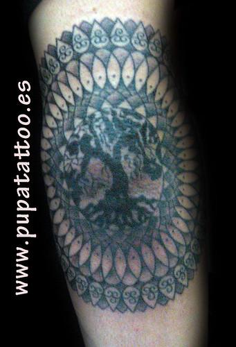 Tatuaje mandala Pupa Tattoo Granada by Marzia PUPA Tattoo