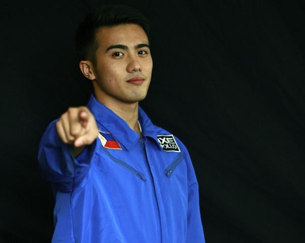 """Daniel Angelo """"Chino"""" Roque, primer filipino que viajará al espacio. Llevará un rosario."""