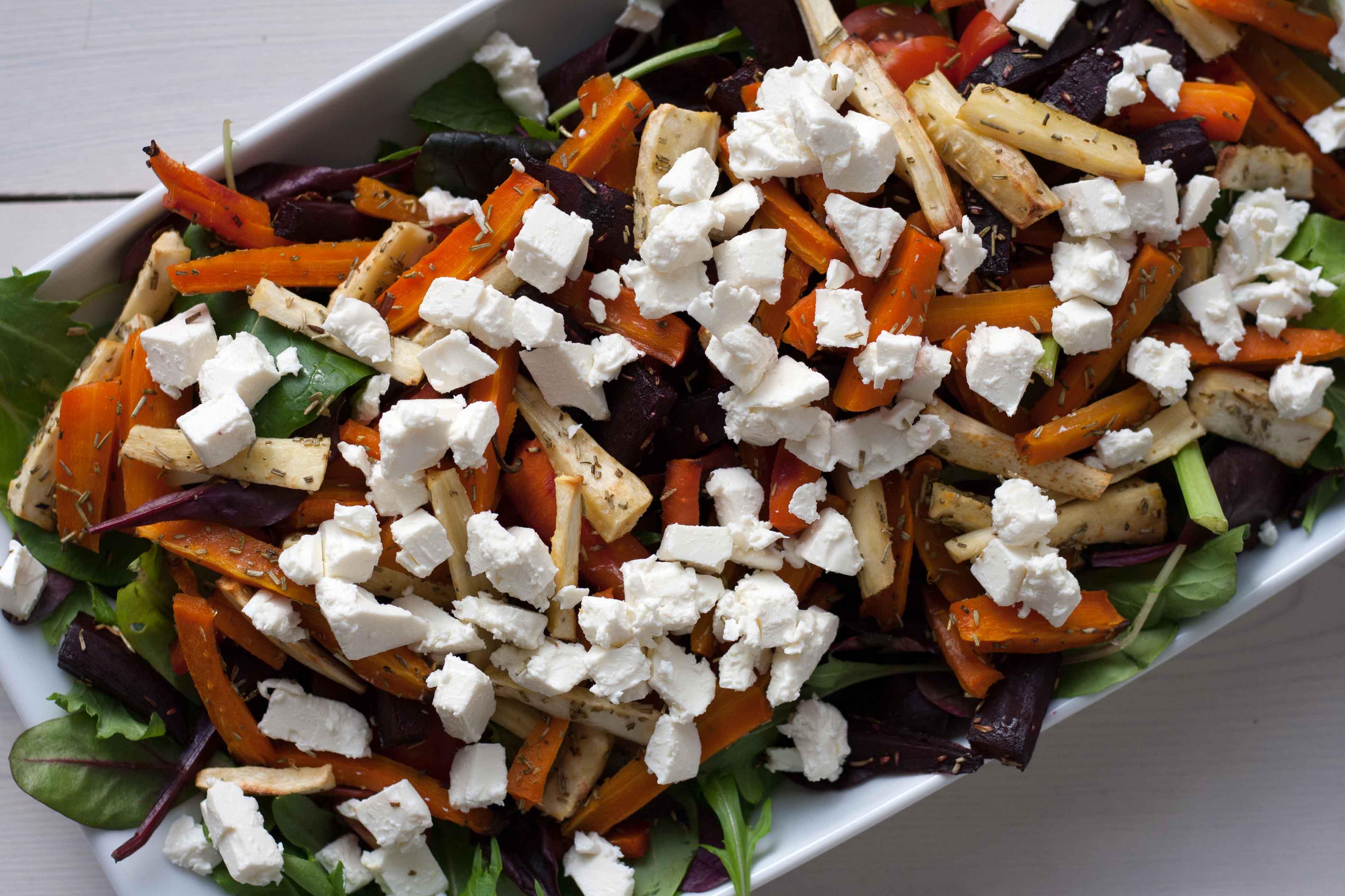 opskrift på Salat med bagte rodfruger & feta