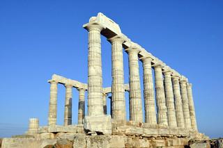 Vista del Templo de Poseidón desde el borde del acantilado Cabo Sounion - 12173594335 1e10ba2161 n - Cabo Sounion y el Templo de Poseidón