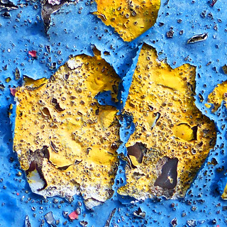 blue and yellow flake