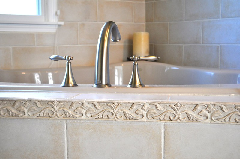Cream Textured Roman Tub