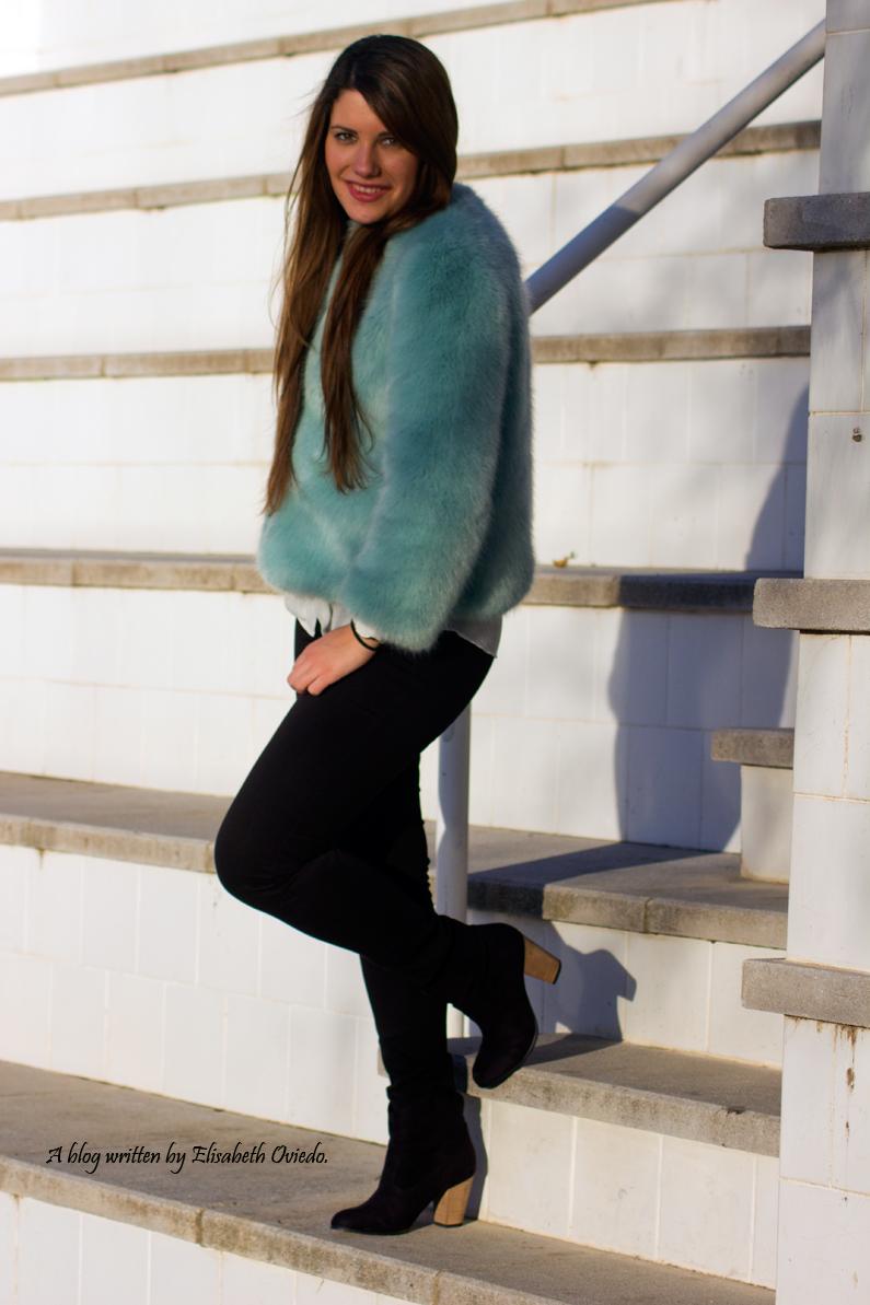 abrigo de pelo azul ZARA con jeans y botines MARYPAZ de tacón HEELSANDROSES (1)