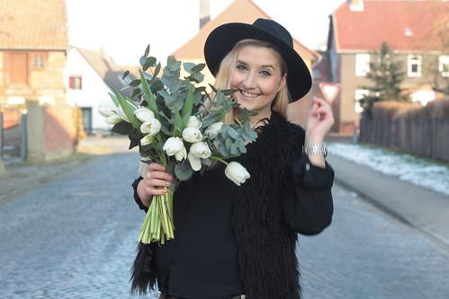 bloomydays-tulpen-weiß-outfit-look-style-valentinstag-online-fashionblog-modeblog-hut-haare-hm
