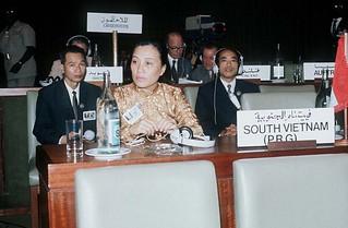 Vietnam war 1973 - Algers. Ngoại trưởng Nguyễn Thị Bình của Chánh phủ CM Lâm thời miền Nam VN (Việt Cộng)