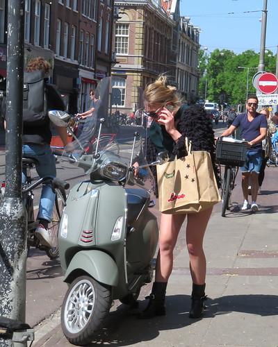 Amsterdam De Pijp Ferdinand Bolstraat Scooter gsm