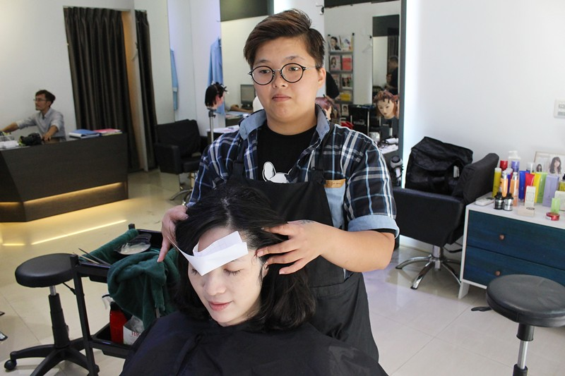 27346055843 75ff682f6b b - 熱血採訪。台中北區【YORK Salon】人生中第一次染髮記錄,剪燙染護一次完成!