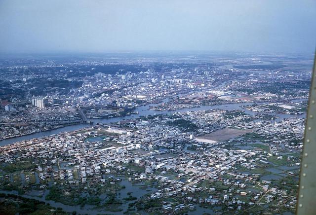Vietnam Photo 1969-70 by John Mathieson 190th AHC - Saigon Aerial View - Không ảnh khu vực Q8 và cầu Chữ Y