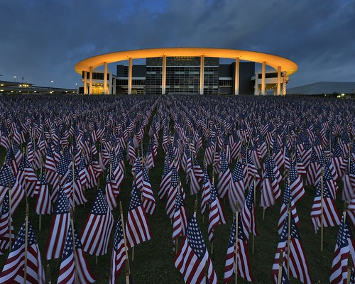 austin twilight texas americanflags memorialday goldenhour fallenheroes gnd thelongcenter nikond800 nikkor1424mmf28g austinlongcenter cokinzproz121sgnd 7000csofamericanflags