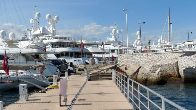 Cannes-les yachts du Palais des Festivals