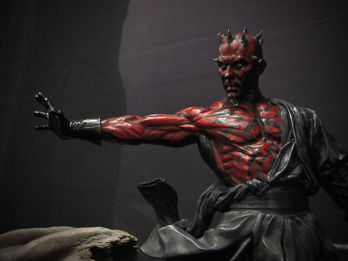Darth-Maul-statue