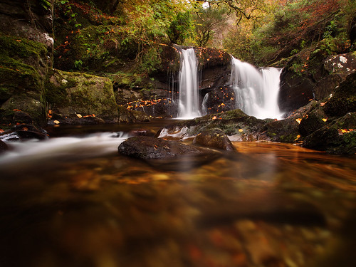 wasserfall laub irland kerry bach killarney stein regen irl langzeitbelichtung laubwald landschaftsfotografie