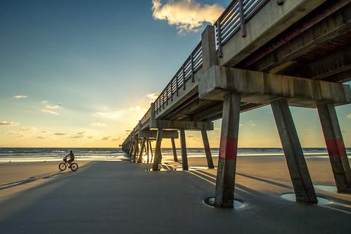 ocean sea sky usa sun sol beach bike bicycle america sunrise canon shadows florida bicicleta riding cielo 7d jacksonville sombras estadosunidos eeuu efs1022mm agusvalenzphoto