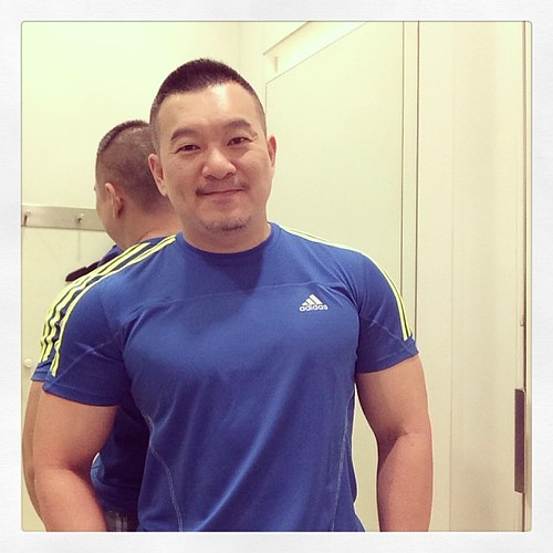 Should I buy this adidas? #asianbear #gmenjapan Trying clothes hehe