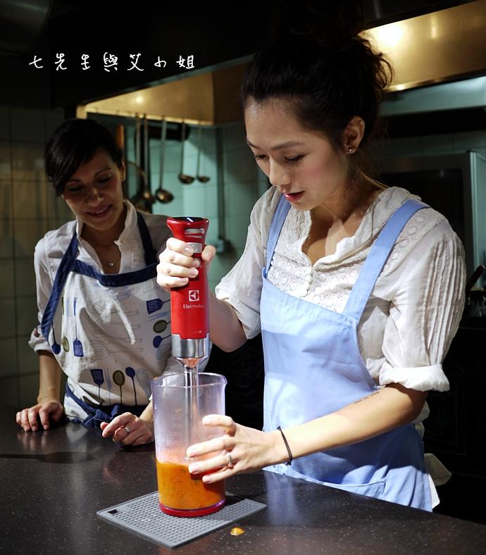 0 伊萊克斯 ULTRAMIX PRO 專業級手持攪拌棒烹飪體驗