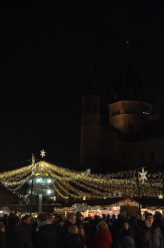 Mainz Weihnachtsmarkt lights and cathedral