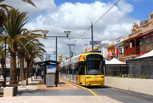 classic trolley transport tram australia transportation adelaide interurban streetcar glenelg tramway strassenbahn thenandnow tramvaj electrico bombardier tranvia tramwaj australië tramvia jettyroad toenennu tramlijn flexity einstundjetzt moseleysquare ngt8