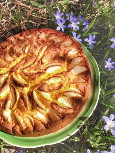 saffron apple cake