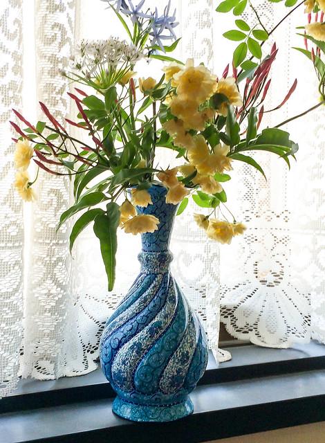 Persian decorative Meenakari flower base bought in Isfahan イスファハンで買ったミーナー・カーリーの花瓶