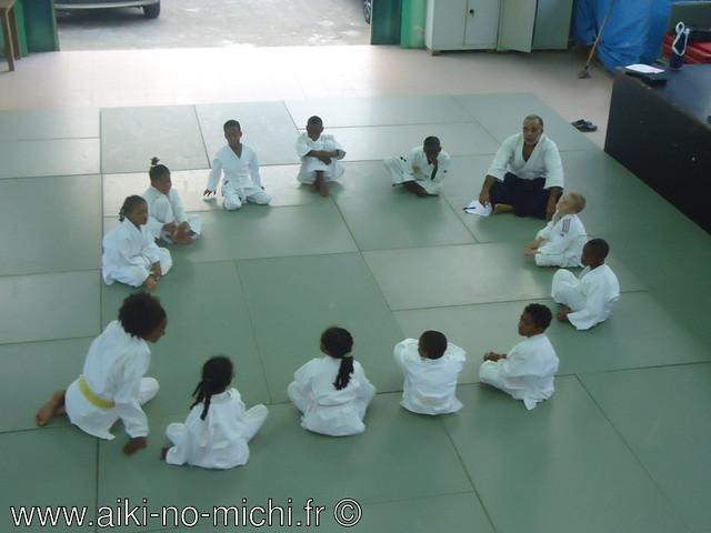 Débat enfants sur les thémes de la gentillesse et la politesse