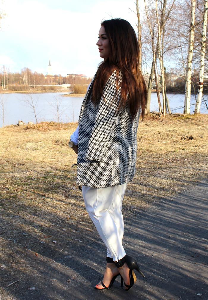 white pants 289