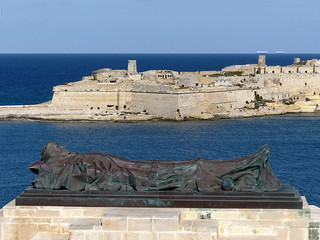 Image of War Memorial. geotagged malta valletta mlt ilbeltvalletta geo:lat=3589736028 geo:lon=1451802492