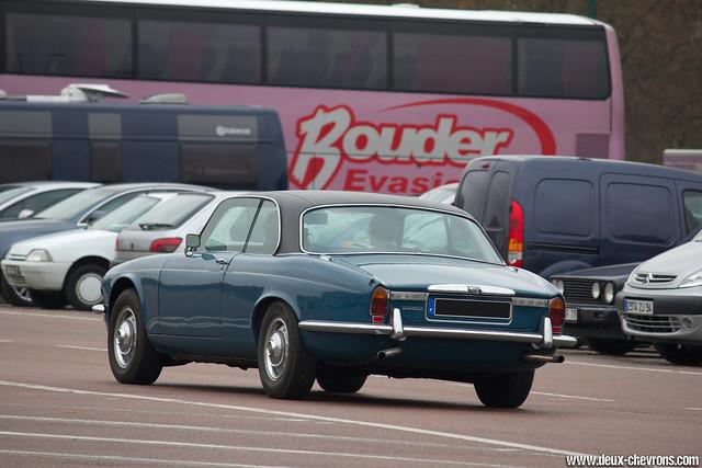 Vincennes en Anciennes 09/2011 - Jaguar XJC