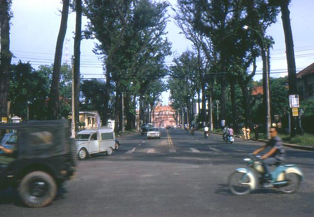 SAIGON 1972 - Đường Duy Tân, cây dài bóng mát