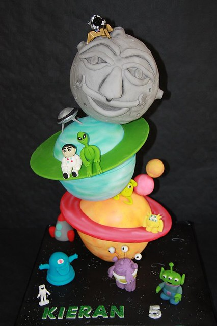 Planet Cakes by Shushma Leidig of SK Cakes