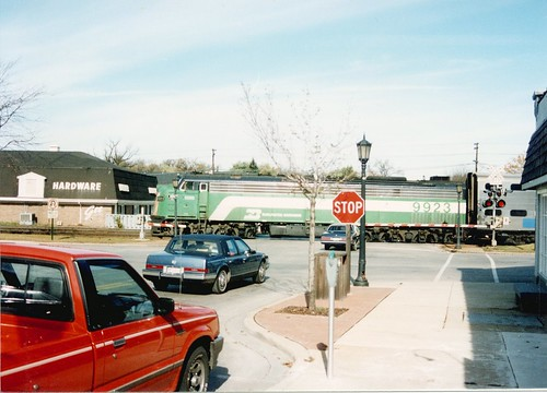 Westbound Burlington Northern /  early Metra commuter train.  Hinsdale Illinois.  Late October 1989. by Eddie from Chicago