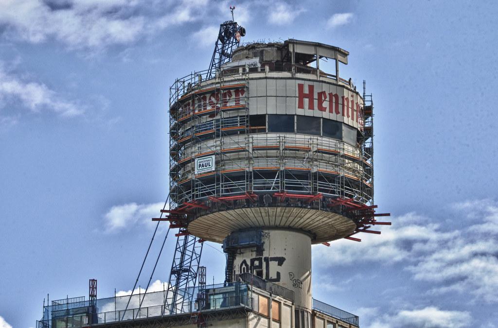 Henninger Turm Mai 02