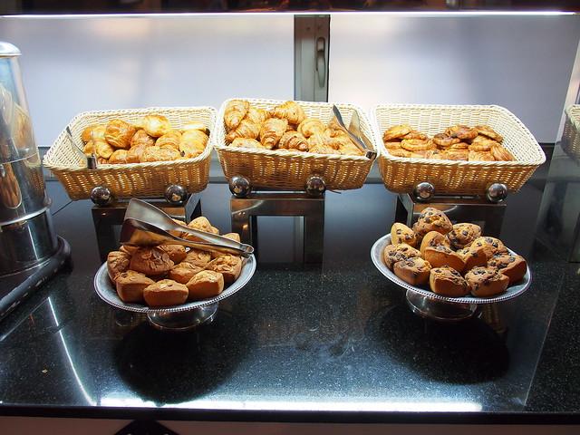 HUSA Hotel早餐的麵包
