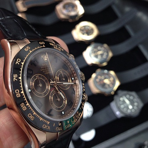 Rolex Daytona Everose new condition. $19,500 for more info email me at crmjewelers@gmail.com Picture by @charliethejeweler #love #custom #watch #luxury #shot #amazing #life #dream #Brazil #baby #girl #show #money #diamond #watches #cartier #hublot #AP #Ro