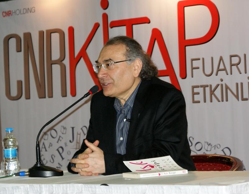 Prof. Dr. Nevzat Tarhan CNR'da Aşk Terapi'yi anlattı yeni kitabını imzaladı 2
