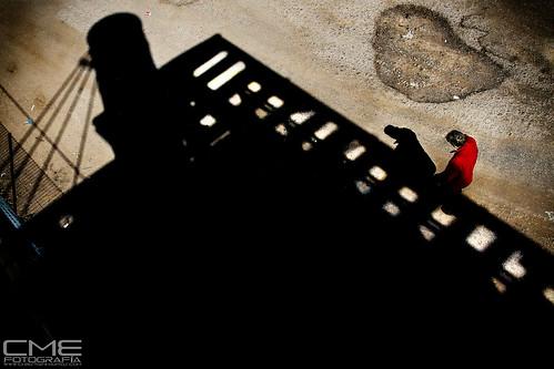 Resurgir entre las sombras by Christyan Martos