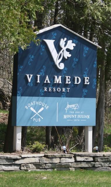 viamede-resort-sign